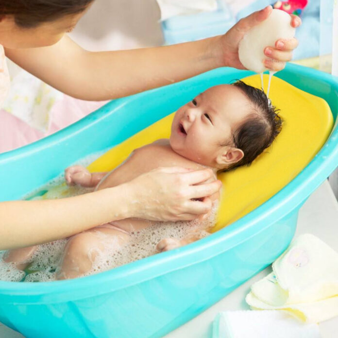 newlyborn baby bath tub